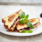 Grilled Cheese mit Brombeeren