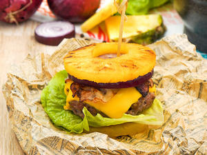 Ananas-Cheeseburger