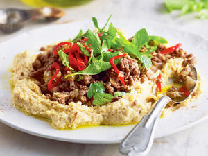 Turbo-Hummus mit Chili-Zimt-Hack