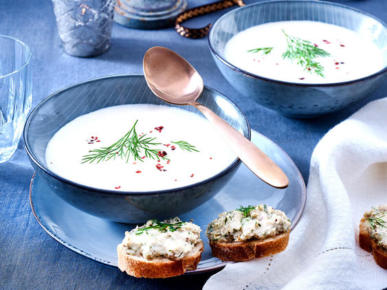 Petersilienwurzelsuppe mit Räucherforellen-Crostini