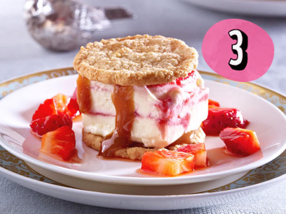Soft Frozen Stawberry-Cheesecake-Sandwiches
